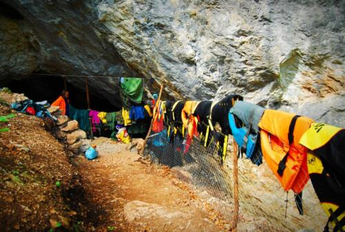 Вход на пещера Голубовица