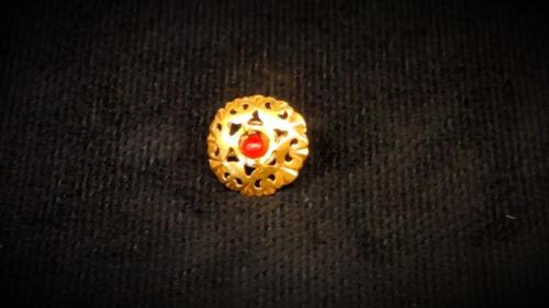 Златен пръстен с камък