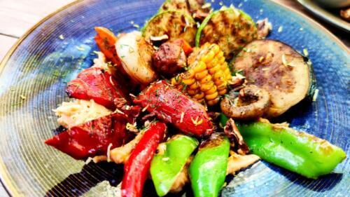 Хумус боб с гриловани зеленчуци