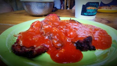 Пържени пиперки в доматен сос